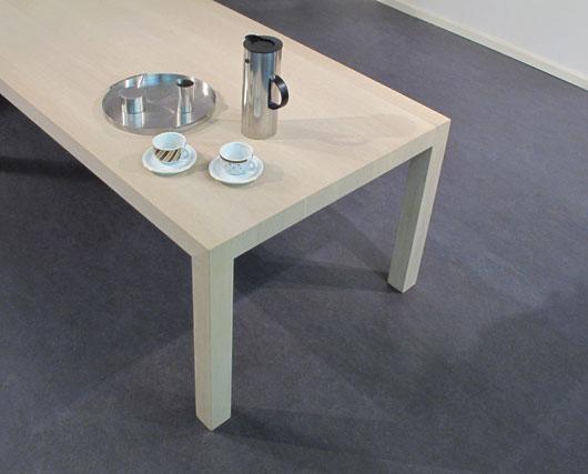 strakke arche tafel in licht gezeept eikenhout