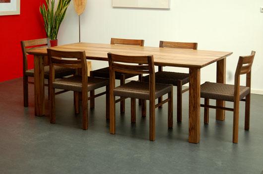 Noten tafel met stoelen
