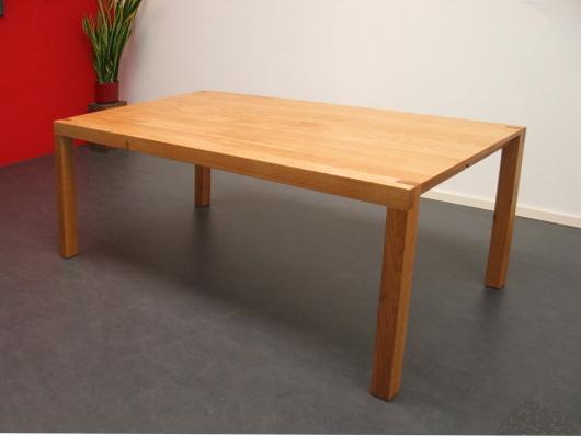 Eiken tafel met halfhouts verbinding
