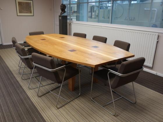 Vergadertafel voor directiekamer