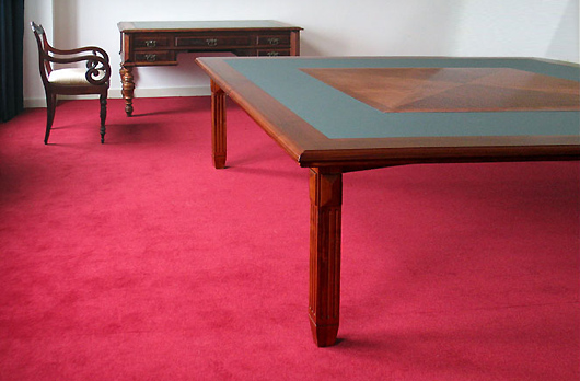 Een tafel bij het bureau van professor Schrijnen