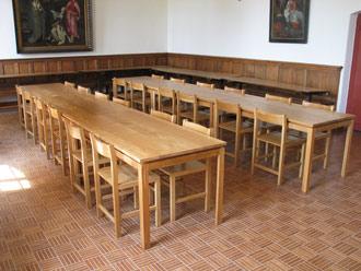 Inrichting van het Studiecentrum Soeterbeeck fase 3: eettafels en stoelen voor de Refter