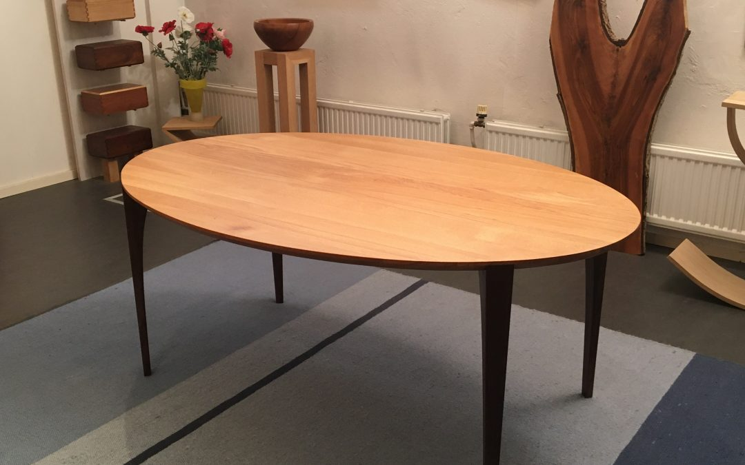 Ellipsvormige tafel